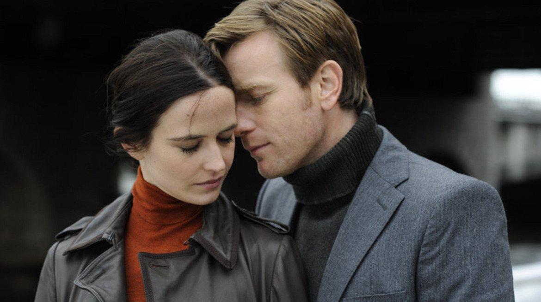 """Perfect Sense / """"Перфектно чувство"""" (2011 г.)  Една история за по-различна епидемия - такава, при която хората изведнъж започват да губят сетивата си едно по едно. Двамата главни герои - изиграни от Ева Грийн и Юън Макгрегър - започват връзка насред все по-задълбочаващия се хаос."""