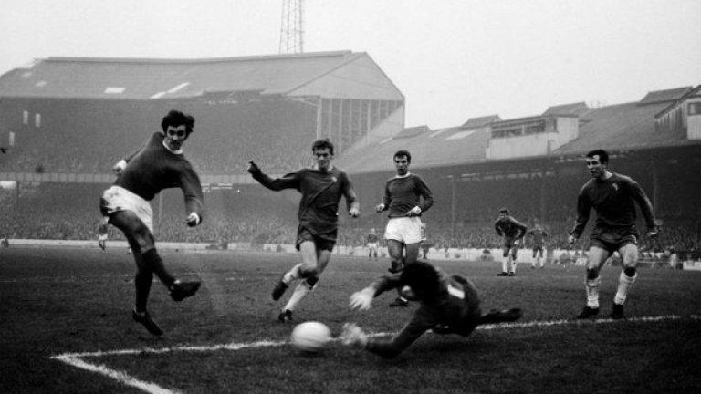 """2 ноември 1966 г. - Изправяне и прохождане. Бест стреля мощно, но шутът му е спасен от Питър Бонети на вратата на Челси. Юнайтед бие с 3:1, а Бест все пак вкарва гол. Така ранната криза за сезона с четири загуби от първите пет гостувания, е преодоляна. По-късно северноирландецът ще каже: """"Ако титлите се решаваха само по домакински мачове, ние щяхме да сме несменяем шампион.""""."""