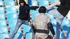"""Феновете на двата отбора се сбиха на Източната трибуна, която отговаря но сектор """"В"""" на стадион """"Васил Левски"""" - тази между ултра секторите на червено-бели и черно-бели."""