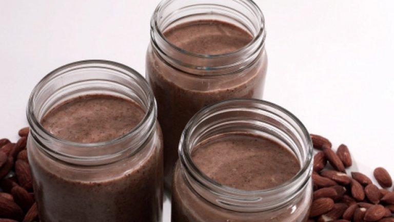 Бадемово масло  Все повече изследвания показват, че включването на ядки към хранителния режим може да помогне за намаляване на риска от сърдечно-съдови заболявания, диабет и инсулт. Бадемовото масло, което е пълно с протеини, фибри и здравословни мазнини (за сметка на въглехидратите), е перфектната съставка за засищаща и здравословна следобедна закуска.