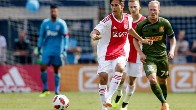 Виктор Йенсен - 18-годишен, атакуваща полузащитник (Аякс) Амстердамци винаги са разчитали на свежа и качествена кръв от школата си. Йенсен обаче бе привлечен от Копенхаген за 2.5 млн. евро през миналата година. Халфът играе с двата крака и е отличен дрибльор, което води до сравнения със сънародника му Кристиан Ериксен. Очаква се през новия сезон да направи дебют за първия тим на Аякс.
