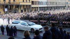 Давиде Астори бе изпратен от над 12 000 спортисти, футболисти и фенове в последния си земен път