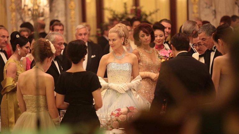 """Никол Кидман като Грейс Кели в """"Принцесата на Монако"""" Има една блондинка, която успява да се сработи с Алфред Хичкок и това е Грейс Кели. Една от изключително красивите и талантливи актриси от 50-те години се отказва от кариерата си, за да стане принцеса."""