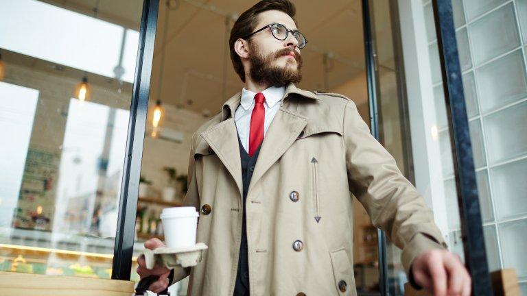 Обемен шлиферТой е както традиционен и класически, така и незаменим за есенния сезон. През 2021 г. обаче удобството е на мода, така че заложете на широк, комфортен шлифер, който да носите с небрежно отпуснат силует.