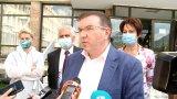 """Здравният министър Костадин Ангелов определи като """"грозна лъжа"""" твърденията, че от есента се връща задължителното носене на маски на открито"""