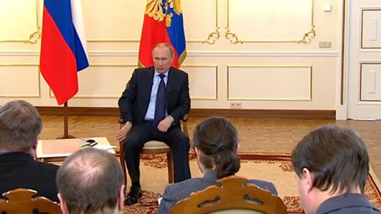 """Руският лидер далеч не е толкова могъщ, колкото си мислите. Но колкото повече вярваме, че Путин е """"смелият стратег"""", който действа """"като шахматен гросмайстор, докато Обама не се справя дори с играта на шашки"""", толкова повече сила му даваме и толкова повече се лишаваме от средства да направим нещо."""