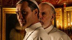 """Новият папа / The New Pope (HBO)  Втори сезон на """"Младият папа"""" (2016 г.) или просто негово продължение? Вие решете. Важното е, че Паоло Сорентино отново ще ни отведе из коридорите на властта във Ватикана. Както показва името, налице е нов папа - Йоан Павел III (Джон Малкович). А къде Пий XIII (Джъд Лоу)? В кома - далеч от очите на вярващите, но не и от сърцата им. С невероятно красивите си кадри Сорентино ще ни покаже как още може да се оплете политиката на върха на католицизма.  Историята ще бъде разказана в 9 епизода. Началото е на 13 януари по HBO."""