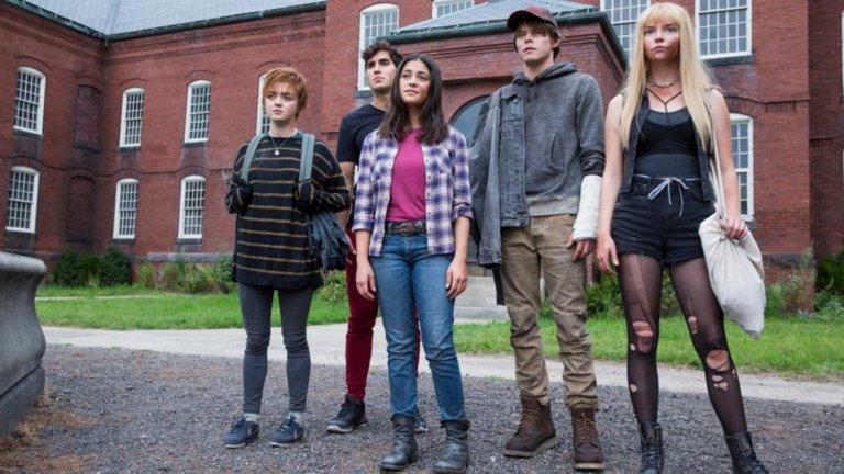 """""""Новите мутанти"""" (The New Mutants) Премиера: 3 април  Най-интересното около този филм е, че всъщност става дума за хорър - смела новост сред големите комиксови филми. """"Новите мутанти"""" разказва за група младежи с необичайни способности, които са затворени в някакво """"лечебно заведение"""", което обаче се оказва тяхната собствена къща на ужасите. В главните роли са Мейзи Уилямс (Аря от Game of Thrones) и Аня Тейлър-Джой (""""Ема"""").   Това е последният филм за мутанти, макар и частично свързан с X-Men, създаден от 20th Century Fox преди студиото да бъде продадено на Disney. А най-скорошните X-Men филми бяха меко казано разочароващи. Да не забравяме и че """"Новите мутанти"""" трябваше да излезе на екран през април 2018 г. и неколкократно беше отлаган, което също не е повод за оптимизъм."""