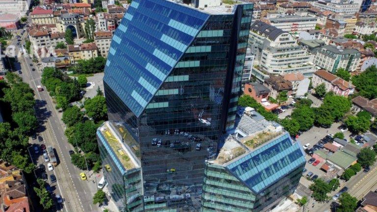 """City Tower, 74 метра, 19 етажа, незавършена  Сградата на """"Айкон"""", българското дружество на гръцкия инвеститор GEK TERNA Group на пл. """"Македония"""", на кръстовището на ул. """"Алабин"""" и бул. """"Христо Ботев"""", се намира до друга висока сграда - централата на КНСБ. City Tower се състои от две функционално съединени кули (19-етажна и 8-етажна) и ще предлага общо 34 500 кв.м офис площи и 2 700 кв.м търговски площ, както и 369 паркоместа. Очаква се да бъде завършена до края на годината. Снимка: Google Maps"""
