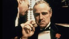 Франсис Форд Копола и Марио Пузо убеждаваха Брандо да изиграе Дон Корлеоне, а асистентката му трябваше да го манипулира, за да приеме