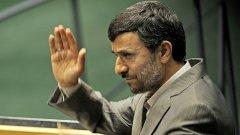 За речта си в ООН иранският президент Махмуд Ахмадинеджад се отказа от евтиното си китайско яке, което традиционно носи, и облече костюм...