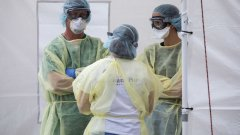 Вече е отчетен голям брой недостиг на болнични легла, а нови строги мерки бяха приети във вторник