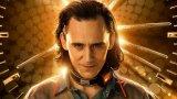 Том Хидълстън се завръща като Локи, за да поправи реалността (и да му се радват фенките)