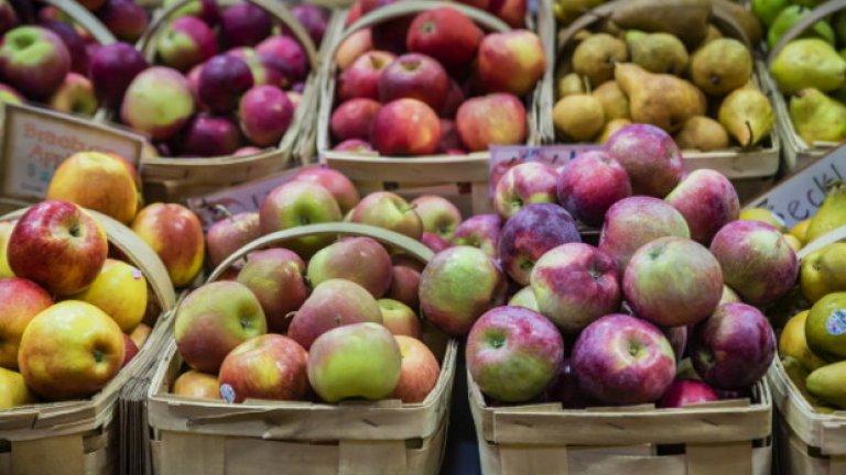 Плодове: Ябълки - 52 калории / 100 гр. Твърди се, че ябълките стимулират производството на слюнка в устата и така намаляват риска от кариеси. Статистики показват, че хората, които ядат поне една ябълка на ден, намаляват риска от диабет с приблизително 28 процента в сравнение с тези, които не консумират ябълки. Високото наличие на фибри спомага да се предотврати образуванетона камъни в жлъчката.