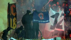 """Фенове веят знаме """"Да на расизма"""" по време на мача между ПФК Левски и Лудогорец"""