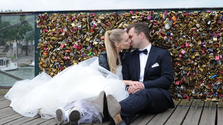 Щастливите хора осъзнават, че връзките с близките им хора са от огромно значение. Според психолозите най-щастливи (и най-здрави!) са тези, които поддържат силни връзки с партньори, които обичат и им имат доверие.