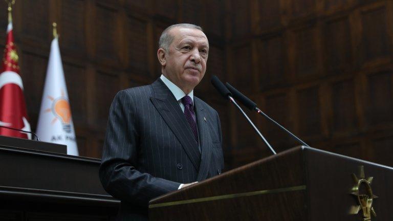Турският президент играе игра, в която или ще спечели много, или ще срине собствената си държава