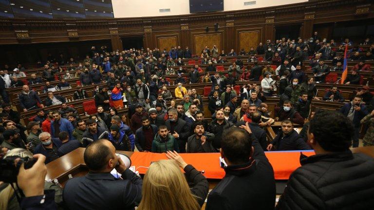 Примирието за Нагорни Карабах: Загуби за Армения и гневни протести в Ереван