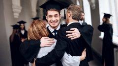 Проблемът не е в това какви точно са днешните студенти - той е в общото усещане на младите хора, че не е необходимо да полагат каквито и да е усилия, за да учат нещо. За какво им е тогава на хората това висше образование и какъв е смисълът една огромна част от завършилите гимназия да стават студенти?