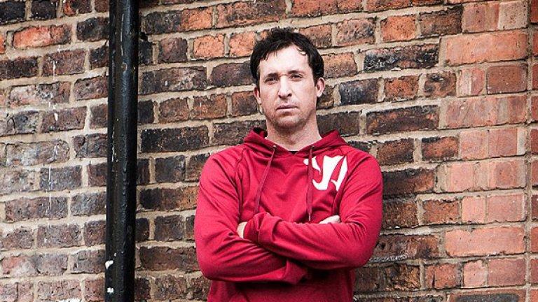 """Фаулър отново е в любимия си Ливърпул и е герой от фотосесия на компанията """"Уориър"""", която облича отбора."""
