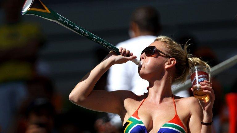 Вувузелата – може би най-дразнещият предмет, съпътствал световни първенства. Още чуваме жуженето, което се носеше от стадионите на ЮАР по време на всеки мач на Мондиал 2010.