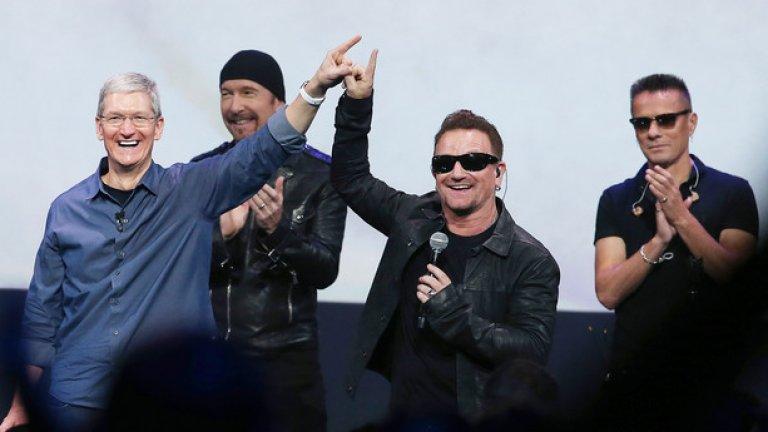 Тим Кук, Боно и U2 съобщават новината, че новият албум на групата ще бъде безплатно предоставен на всички профили в iTunes.