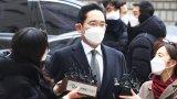 Осъдиха шефа на Samsung на две години и половина затвор