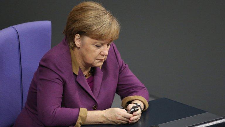 ЕС трябва да има готовност да започне веднага връщането на мигранти от Гърция към Турция, за да се избегне прилива на мигранти, преди новата система да е заработила, обясни Меркел