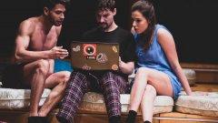 """""""Наемателят"""" ще се играе в София на сцената на """"Театър Азарян"""" на 16 март от 20:00. Наградите ИКАР ще бъдат връчени по традиция на 27 март, Международния ден на театъра."""