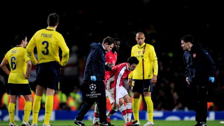 Звездата на Арсенал и юноша на Барселона Франсеск Фабрегас счупи кост на крака си в първия мач, завършил 2:2