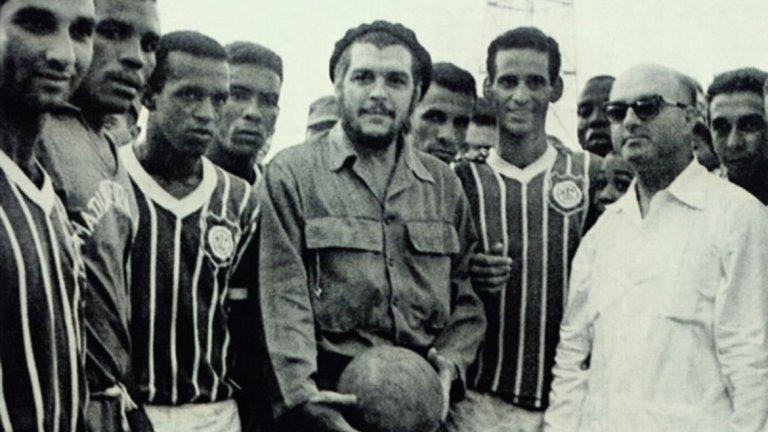 Футболът играе особена роля в живота на революционера