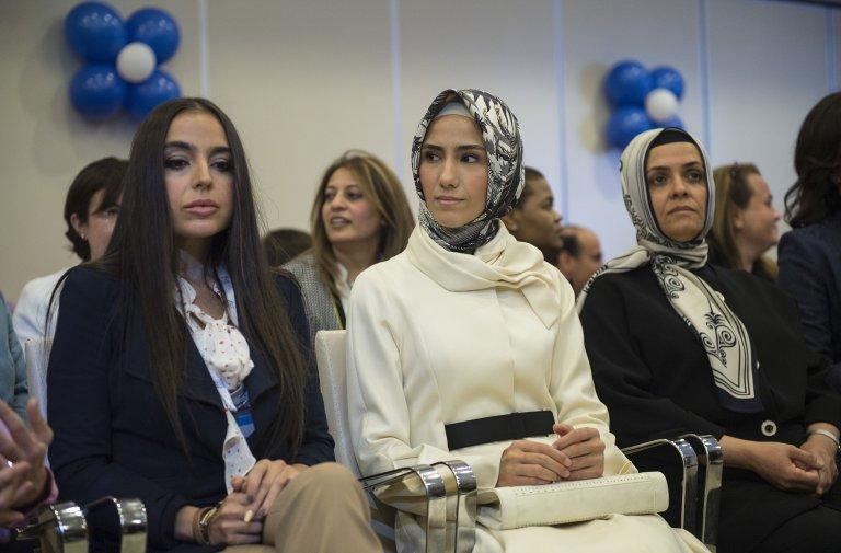 Сумейе Ердоган-Байрактар (в средата) е изключително активна в женската организация на ПСР и е сред основните застъпници за Истанбулската конвенция