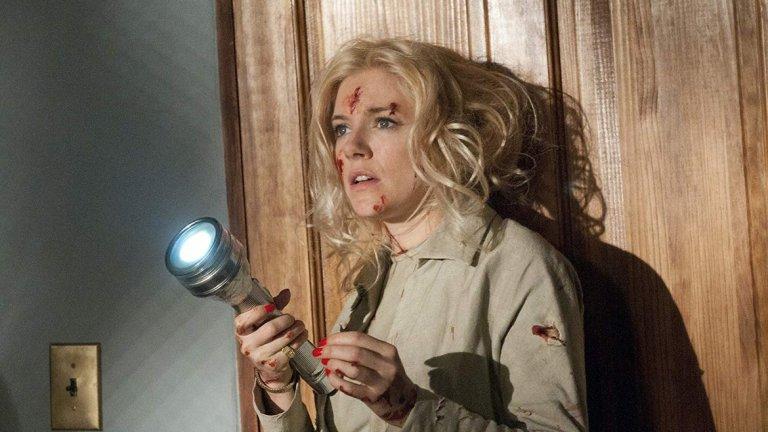 """Сиена Милър като Типи Хедрън в """"Момичето"""" Минал леко под радара, този телевизионен филм на НВО, разказва за обсебващо-изтощителната връзка между Алфред Хичкок и една от неговите известни блондинки Типи Хедрън. Сиена Милър влиза в ролята на изкусителната ледена красавица, а историята проследява тяхната работа по """"Птиците"""" и по-късно по """"Марни""""."""