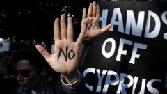 Кипър отхвърли данък върху депозитите, за който настояваха от ЕК в спасителния план. От него бяха предвидени приходи в размер на 6 млрд. евро