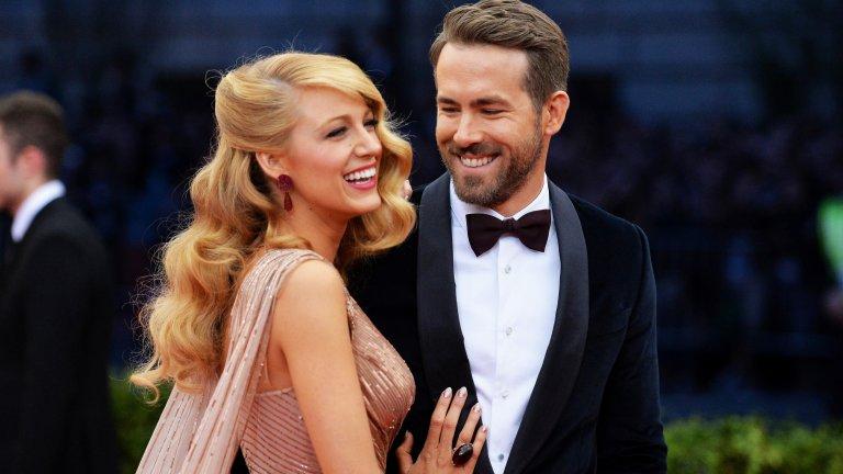 """Лайвли е била на двойна среща с Рейнолдс, но той не е бил партньорът ѝКогато тя и съпругът ѝ Райън Рейнолдс се срещат на снимачната площадка на филма  """"Зеленият фенер"""" през 2011 г., и двамата имат връзки - тя с екранния си партньор от """"Клюкарката"""" Пен Баджли, а Рейнолдс - с тогавашната си съпруга Скарлет Йохансон. По-късно Лайвли разказва за Vanity Fair, че след като се разделят с половинките си, тя и Рейнолдс решават да отидат на двойна среща заедно, но с други хора.  Оказало се лоша идея, но от нея излязло и нещо хубаво - Лайвли усетила, че може би правилният човек, с когото трябва да излезе, е тъкмо Рейнолдс. Осем години и три деца по-късно е ясно: това е било добро хрумване."""