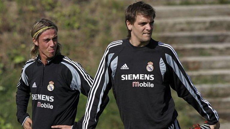 """7. Джонатан Уудгейт в Реал Мадрид И досега никой няма отговор кой е решил, че трансферът на Уудгейт в Реал е добра идея. Нападателят често се контузваше и дори беше с травма, когато бе привлечен от Мадрид през 2004-та. Когато се възстанови, дойде време и за, може би, най-ужасният дебют в историята на футбола. """"Помислих си: """"Браво, завърна сега. Сега им покажи какво можеш"""", споделя Уудгейт за мача срещу Атлетик Билбао. Но си вкара автогол и бе изгонен. Снизходително, """"Бернабеу"""" го изпрати на крака, но никой от феновете не съжаляваше, когато Уудгейт бе върнат в Англия през 2006-а след още само осем мача в Ла лига."""