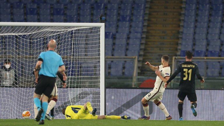 """Страхотен Арсенал в Прага, Рома се измъчи на """"Олимпико"""", Юнайтед не трепна"""