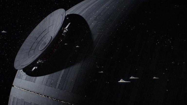 """Rogue One ще разкаже странична история от света на """"Междузвездни войни"""", която се върти около няколко бунтовници, изиграли основна роля за разрушаването на Звездата на смъртта. Действието се развива малко преди събитията от """"Епизод IV: Нова надежда"""""""