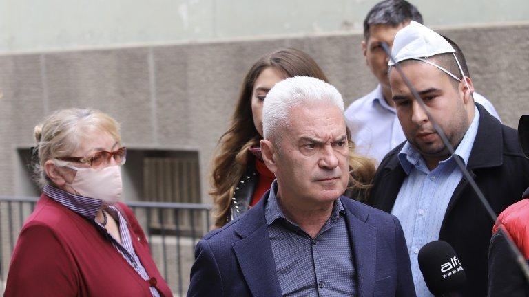 Днес Сидеров се е явил в Столичната дирекция на вътрешнитеработи (СДВР), за да му бъдат предявени обвиненията.