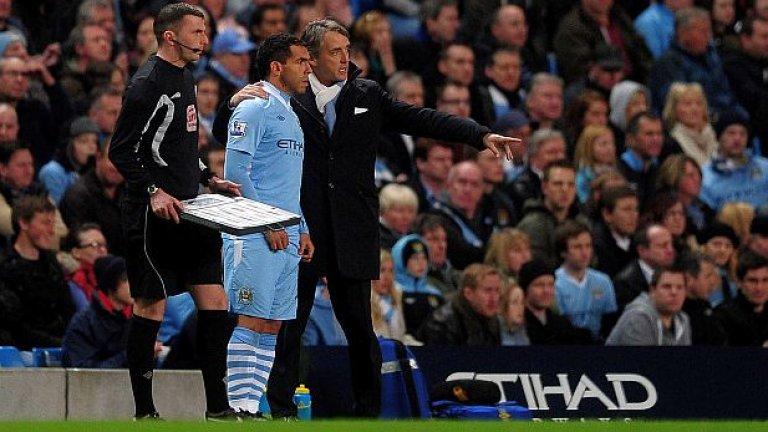 """Карлос Тевес (Манчестър Сити)  Тевес спечели купата на Англия със Сити и след това се изхвърли пред аржентинска медия, че """"никога повече няма да се върне в клуба"""". Но след това се върна за началото на следващия сезон. През септември той отказа да влезе от резервната скамейка при загубата от Байерн в Шампионската лига и треньорът Роберто Манчини го отстрани от тима. Очакваше се аржентинецът да успее да си уреди трансфер, но това не се случи. Беше глобен и се върна в клуба през февруари. В края на сезона Тевес и Сити триумфираха с титлата. Предвид милионите, които футболистът изкарва в момента в Китай, изглежда и репутацията му не пострада твърде много от стачката."""