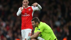 Забраната нито ще спечели нови фенове на Лудогорец, нито ще спре привържениците на Арсенал да пеят песни за Йозил