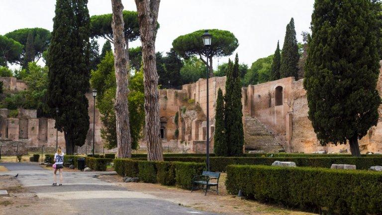 Плановете нов ресторант от веригата да се появи в Рим, точно до Баните на Каракала, са спрени поне времененно. Но McDonalds няма да се предадат толкова лесно...
