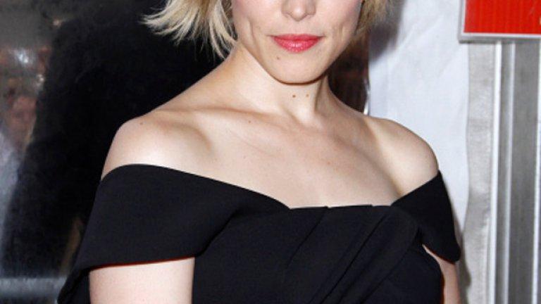 """Рейчъл Макадамс   Макадамс вече е била в доста нашумели продукции, а много хора я помнят още от """"Гадни момичета"""". След това идва и абсолютният фурор на """"Тетрадката"""", който бетонира славата й. Освен още няколко романтични филми, Рейчъл участва и в Spotlight и получава номинация за """"Оскар"""". Може би заради хубавото й лице или заради """"Тетрадката"""", но актрисата все още няма достатъчно впечатляващи проекти в биографията си."""