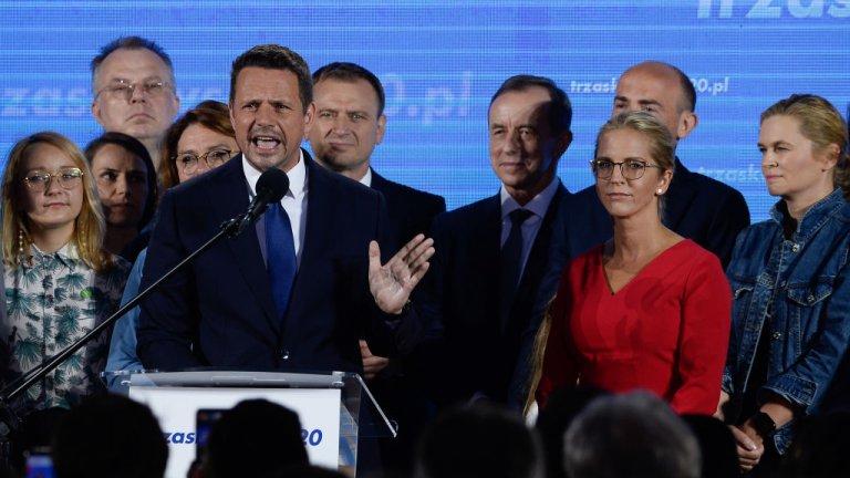 """Следва го  Рафал Цасковски - кандидат на най-голямата опозиционна партия """"Гражданска платформа""""."""