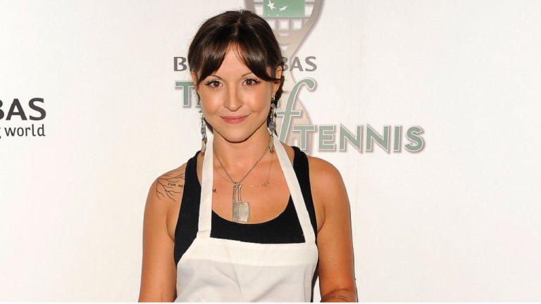 """Ема Хърст  Тази красива млада дама си направи име в кулинарния свят, след като отвори своя ресторант Sorella в нюйоркския """"Долен Ийст Сайд"""" на едва 23-годишна възраст. Разбира се, може би затова допринася и фактът, че семейството й управлява една от най-големите издателски корпорации в САЩ.   Тя е и най-младият участник, състезавал се в Iron Chef America и дори достига до полуфинала. Засега е оставила заниманието си като собственик на ресторанта, за да пътува по света, където смятаме, че само трупа още кулинарен опит."""