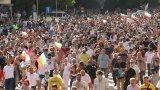 """Полицията посрещна демонстрантите с жилетки с надпис """"Антиконфликт"""""""