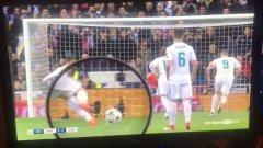 Роналдо умишлено е повдигнал топката преди дузпата?