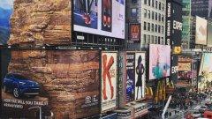 Рекламата на хибридния Toyota RAV 4 представлява 36-метрова стена за катерене, опъната на Times Square