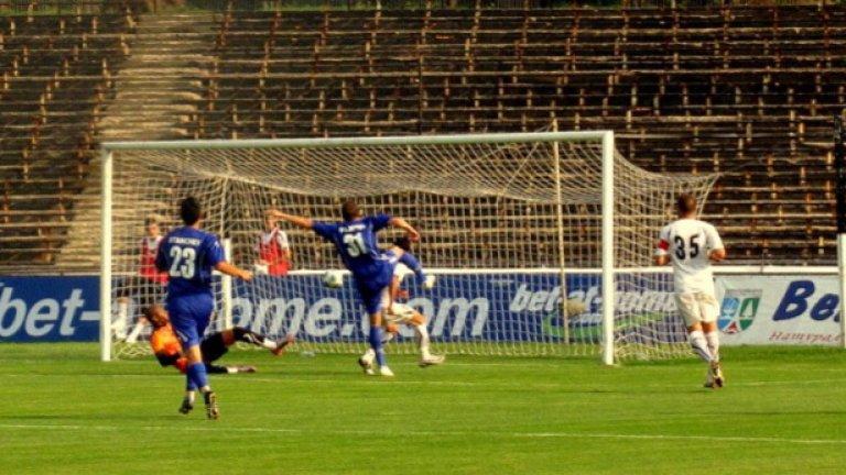Георги Филипов бележи победния гол за новака Калиакра като гост на Славия