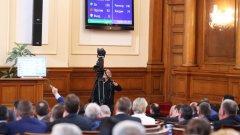 Защо доверието в парламента винаги е толкова ниско